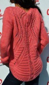 Пуловер с красивой спинкой спицами