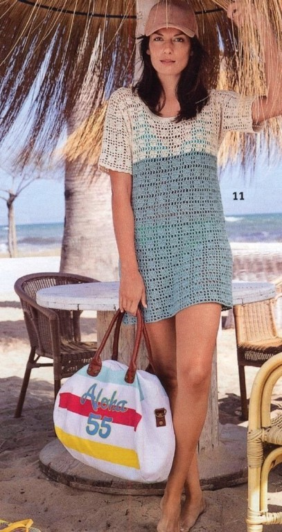 Двухцветное платье простым узором крючком